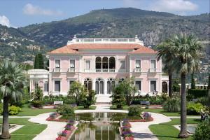 640px-Villa_Ephrussi_de_Rothschild_BW_2011-06-10_11-25-12