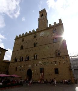 Volterra_Palazzo_dei_Priori_001
